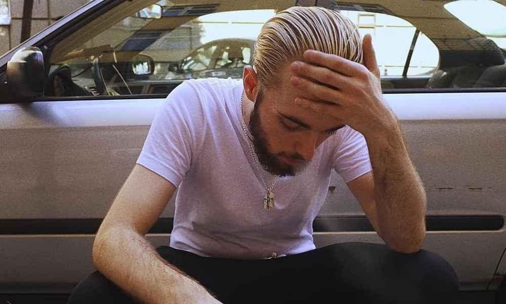 Bedoes styl blond włosy