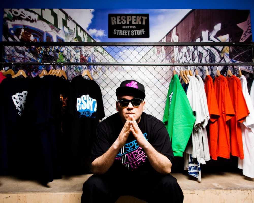 Vienio reklamuje ubrania Respekt Molesty