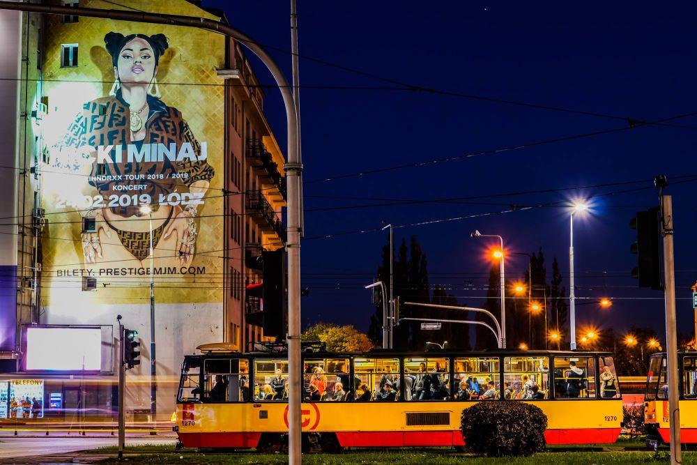 Nicki Minaj mural w Warszawie 3