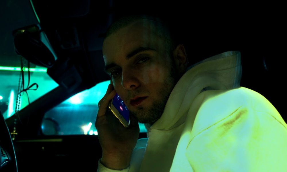Bedoes z telefonem