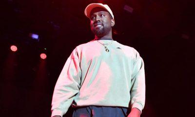 kanye west w bialej bluzie i czapce